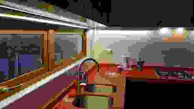 cocina iluminación de SIMPLEMENTE AMBIENTE mobiliarios hogar y oficinas santiago Ecléctico