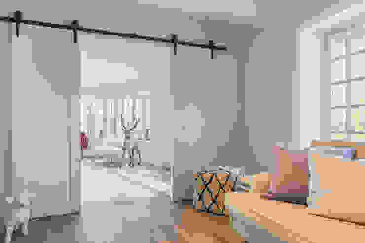 Privathaus in Kampen af Sylt Flur, Diele & Treppenhaus im Landhausstil von Home Staging Sylt GmbH Landhaus