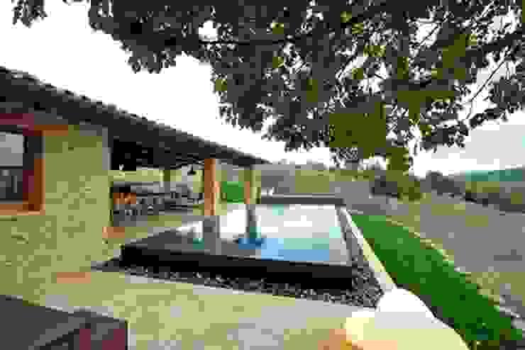 Nico Van Der Meulen Architects Modern pool