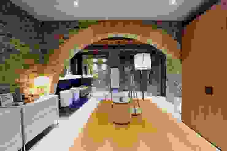 Nico Van Der Meulen Architects Modern dining room