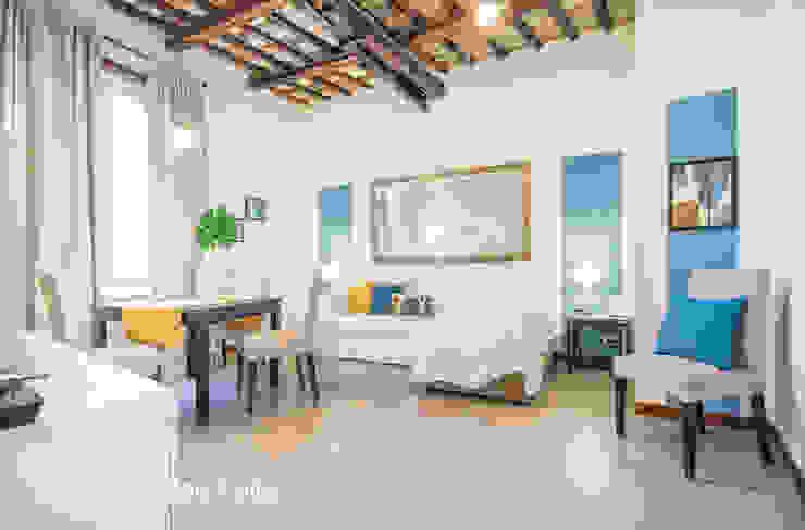 Salon moderne par Flavia Case Felici Moderne