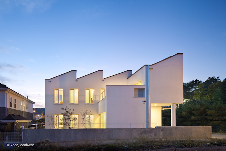외관 건축사사무소 모뉴멘타 모던스타일 주택 화이트