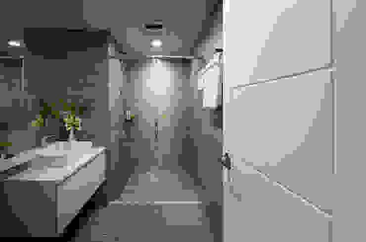 Ванная комната в стиле кантри от 北歐制作室內設計 Кантри