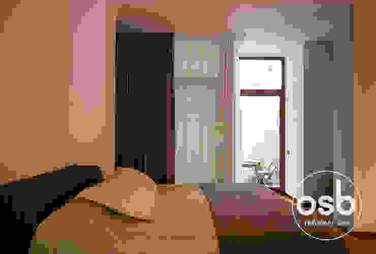dormitorio cerrado de osb arquitectos Rústico