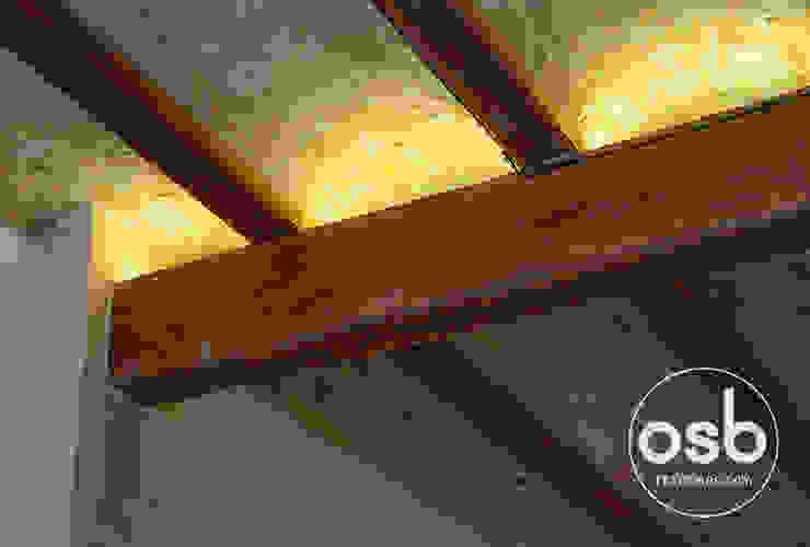 illumination led en vigas de osb arquitectos Rústico