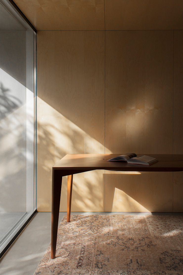 mahogany de AYLE Minimalista Madera maciza Multicolor
