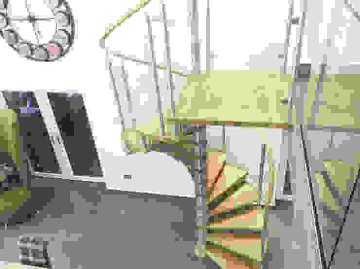 Modern Spiral Staircase Antrim Comedores de estilo moderno de Complete Stair Systems Ltd Moderno