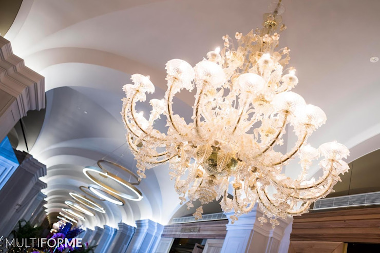 Corridor with chandeliers and vaulted ceiling by MULTIFORME® lighting Classic