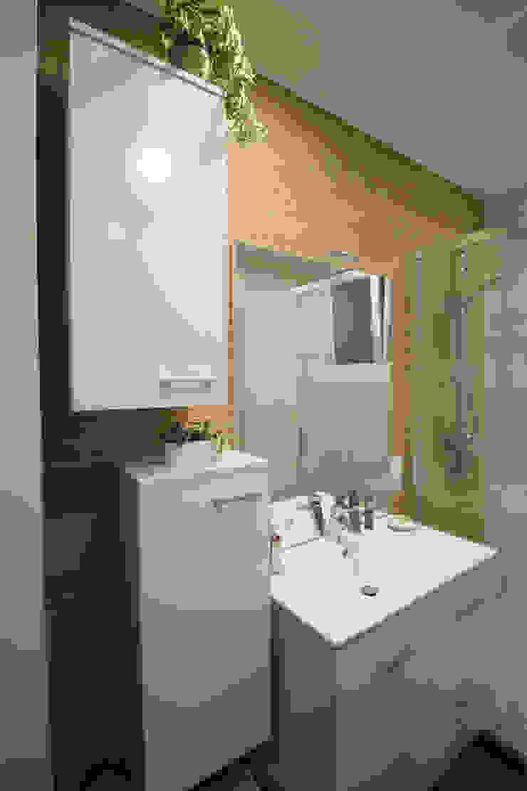 SALLE DE BAIN A STRASBOURG Salle de bain moderne par Agence ADI-HOME Moderne Céramique
