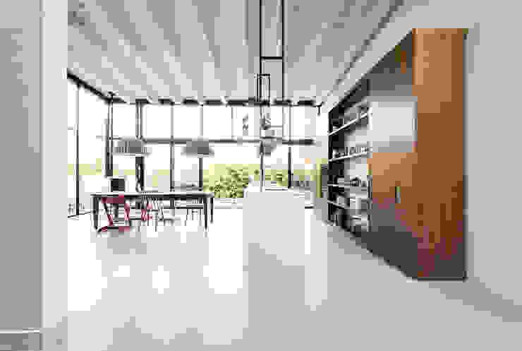 Cocinas de estilo moderno de Dineke Dijk Architecten Moderno