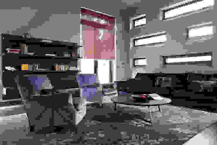 Box house - современный загородный дом Роман Леонидов - Архитектурное бюро Гостиная в стиле минимализм