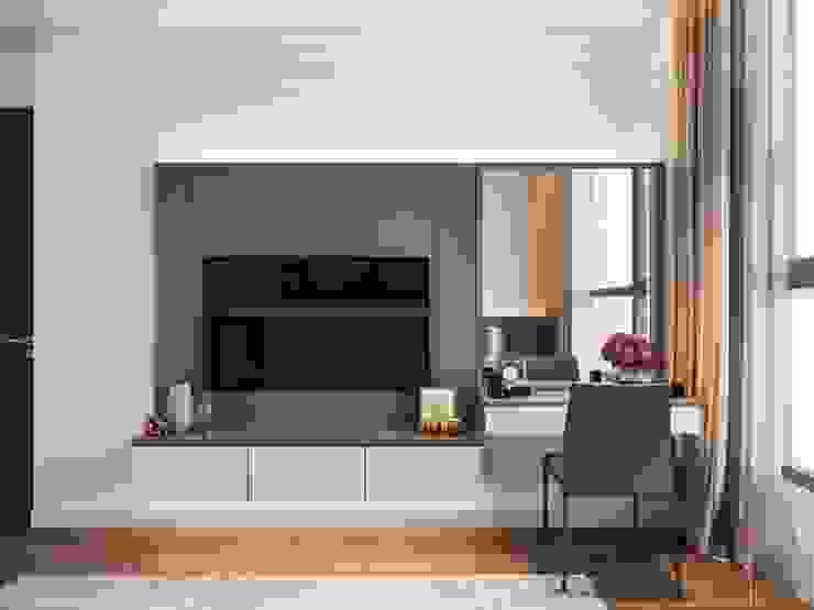 Thiết kế nội thất phong cách hiện đại tiện nghi tại căn hộ Vinhomes Central Park Phòng ngủ phong cách hiện đại bởi ICON INTERIOR Hiện đại