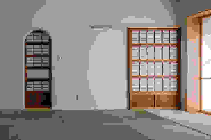 Salle multimédia asiatique par 内田雄介設計室 Asiatique