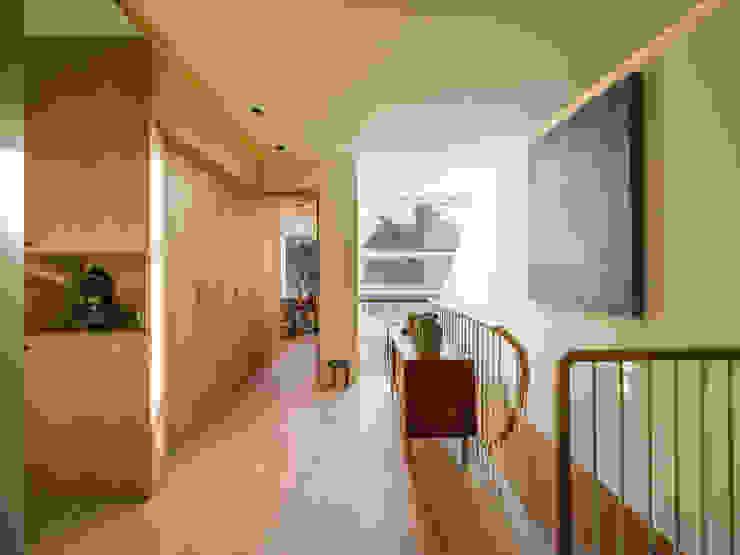 Dusheiko House Neil Dusheiko Architects Pasillos, vestíbulos y escaleras modernos