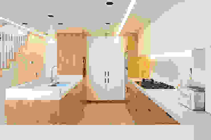 Dusheiko House Neil Dusheiko Architects Кухня в стиле модерн