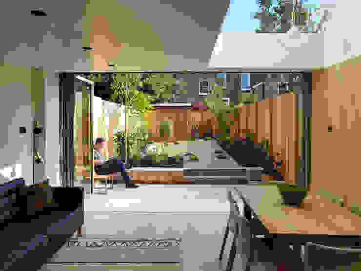 Dusheiko House Salas de estar modernas por Neil Dusheiko Architects Moderno