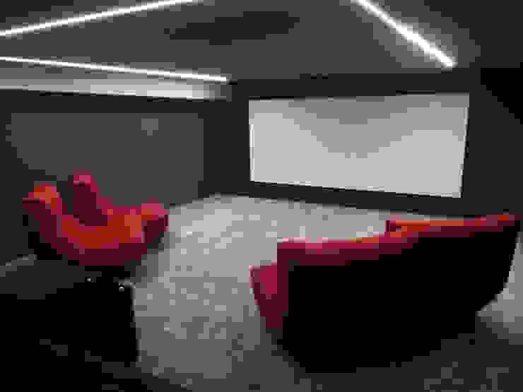 Projection Dreams / CUSTOM CINEMA 360 LDA Electronics MDF Red