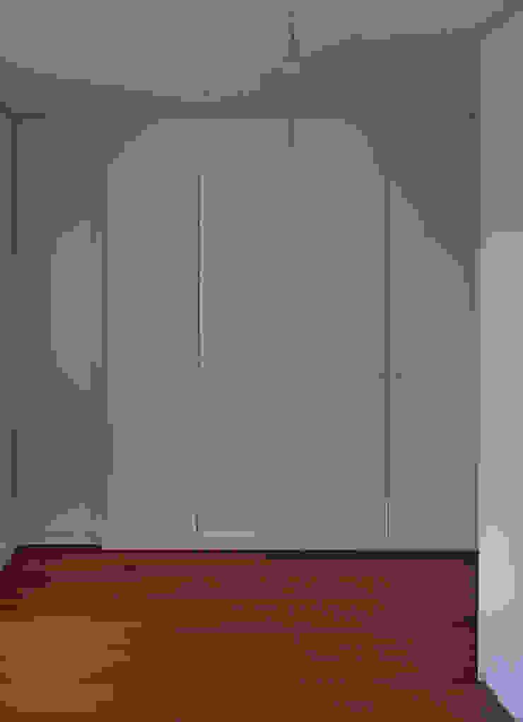 Closets de estilo moderno de Melo & Filhos Carpintaria Moderno