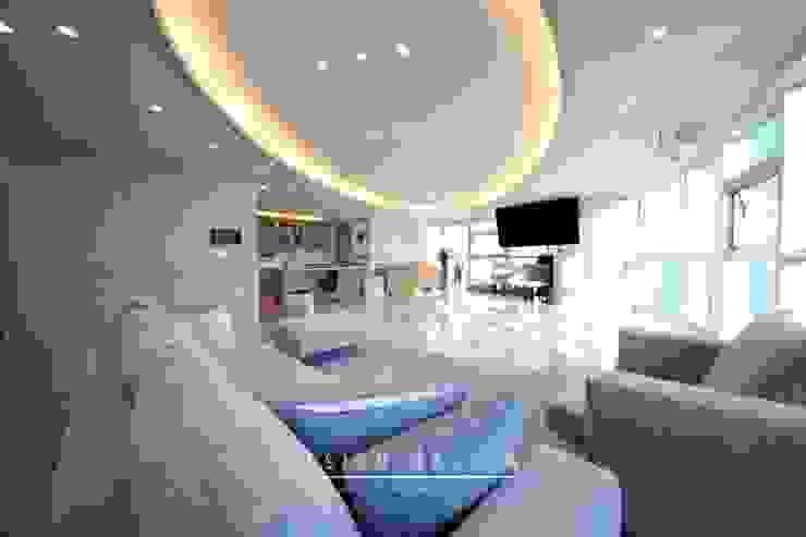 Livings modernos: Ideas, imágenes y decoración de 스테이 모던 (Stay Modern) Moderno