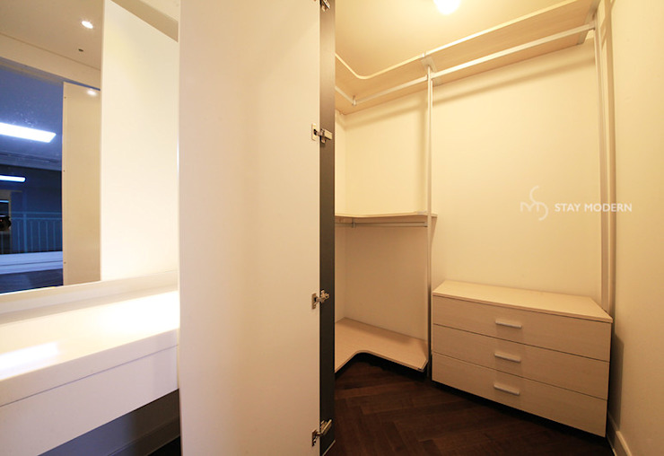 Modern style dressing rooms by 스테이 모던 (Stay Modern) Modern