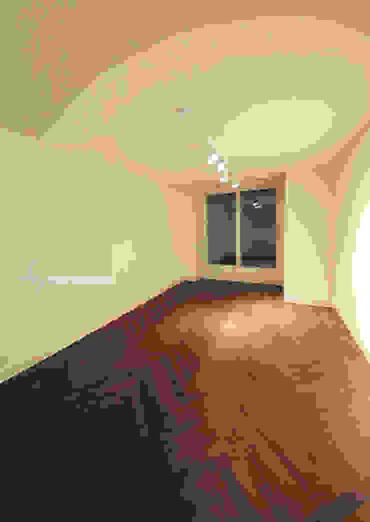 Ruang Studi/Kantor Modern Oleh 스테이 모던 (Stay Modern) Modern