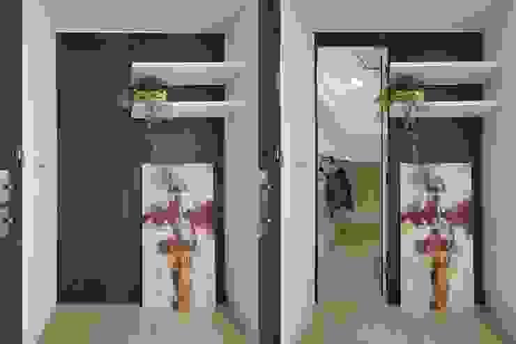 Projekty,  Korytarz, przedpokój zaprojektowane przez 微自然室內裝修設計有限公司