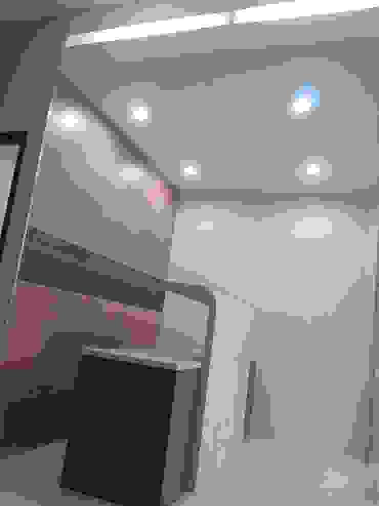 Kantor Infra RCS Kantor & Toko Modern Oleh POWL Studio Modern