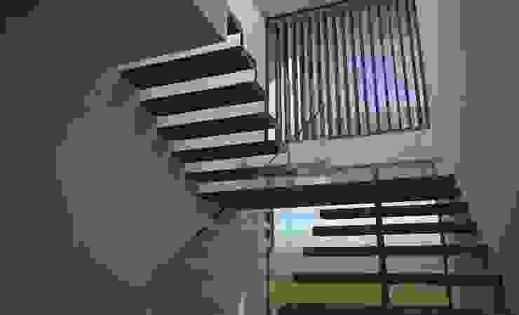 CASA MANIS por Atelier 72 - Arquitetura, Lda Moderno