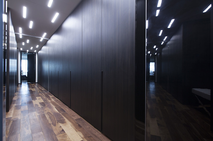 Modern corridor, hallway & stairs by Geometrix Design Modern