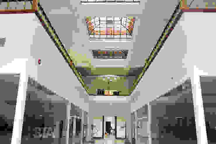Lobby Principal de Soluciones Técnicas y de Arquitectura Moderno