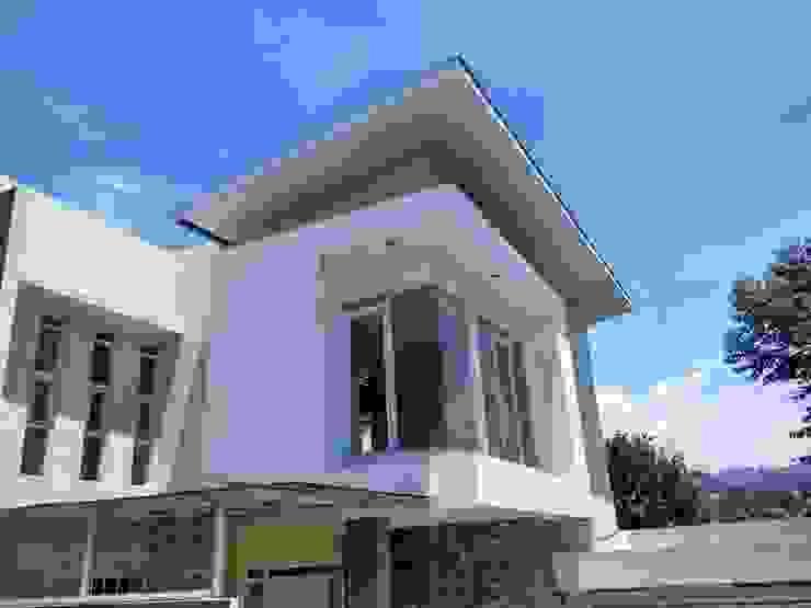 facade Rumah Minimalis Oleh daun architect Minimalis