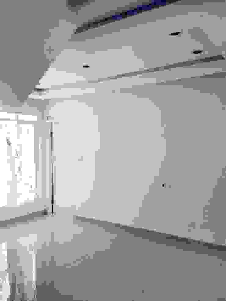 ruang keluarga Ruang Keluarga Minimalis Oleh daun architect Minimalis