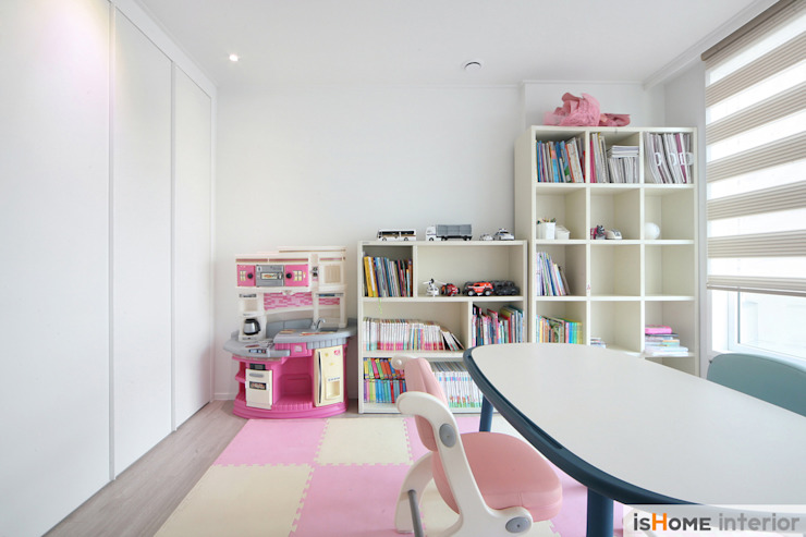 Детская комнатa в стиле минимализм от 이즈홈 Минимализм