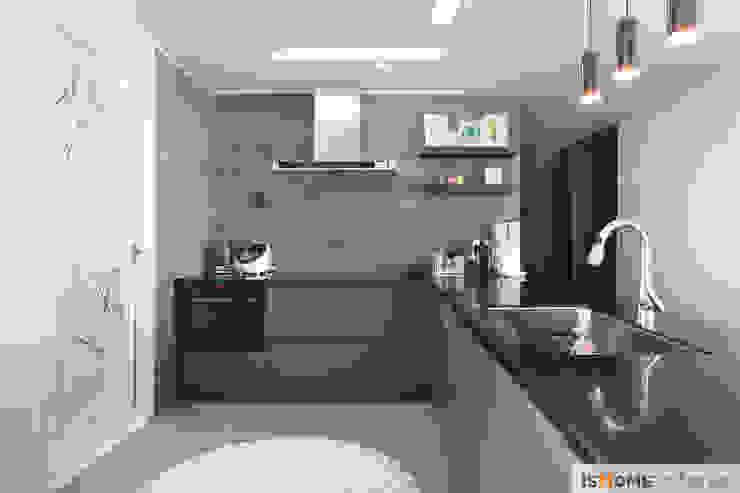 Кухня в стиле минимализм от 이즈홈 Минимализм