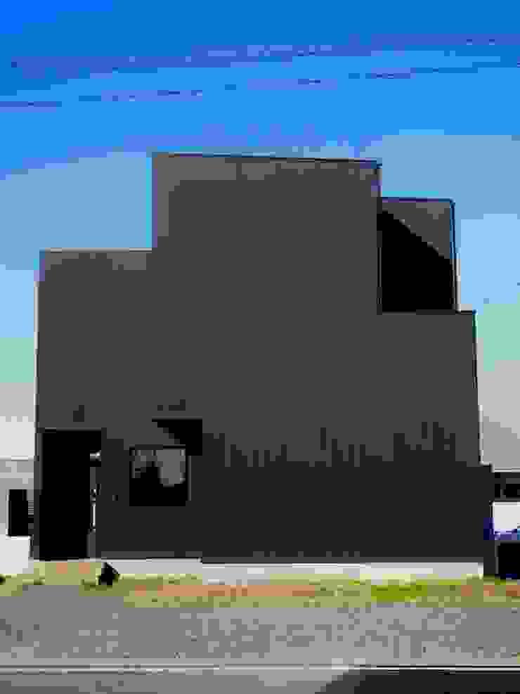 中庭の家 の RAI一級建築士事務所 モダン 金属