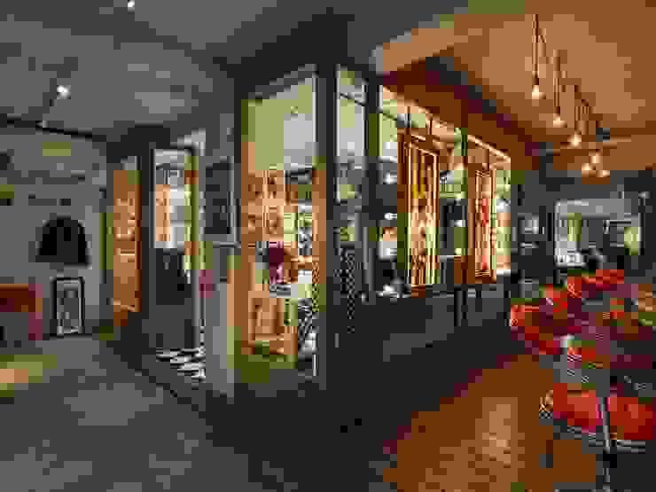髮廊外的空間則是刺青店: 產業  by On Designlab.ltd, 工業風