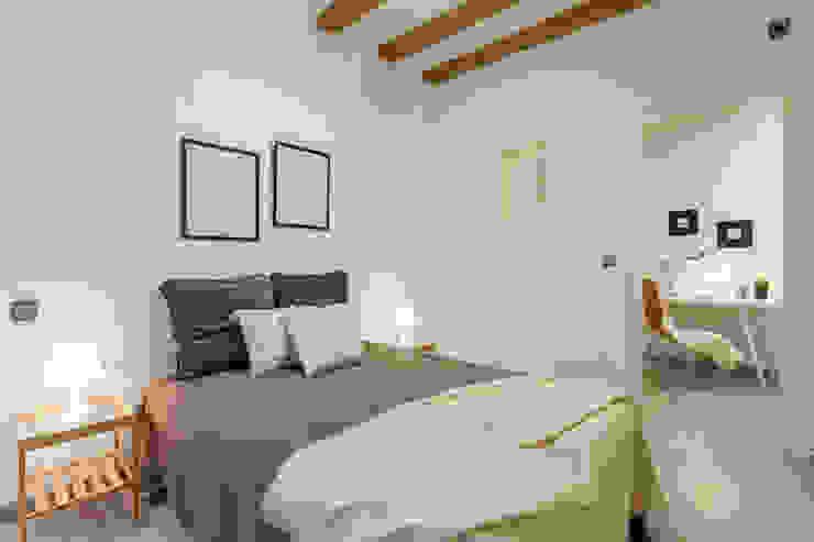 Dormitorio después Dormitorios de estilo mediterráneo de Impuls Home Staging en Barcelona Mediterráneo