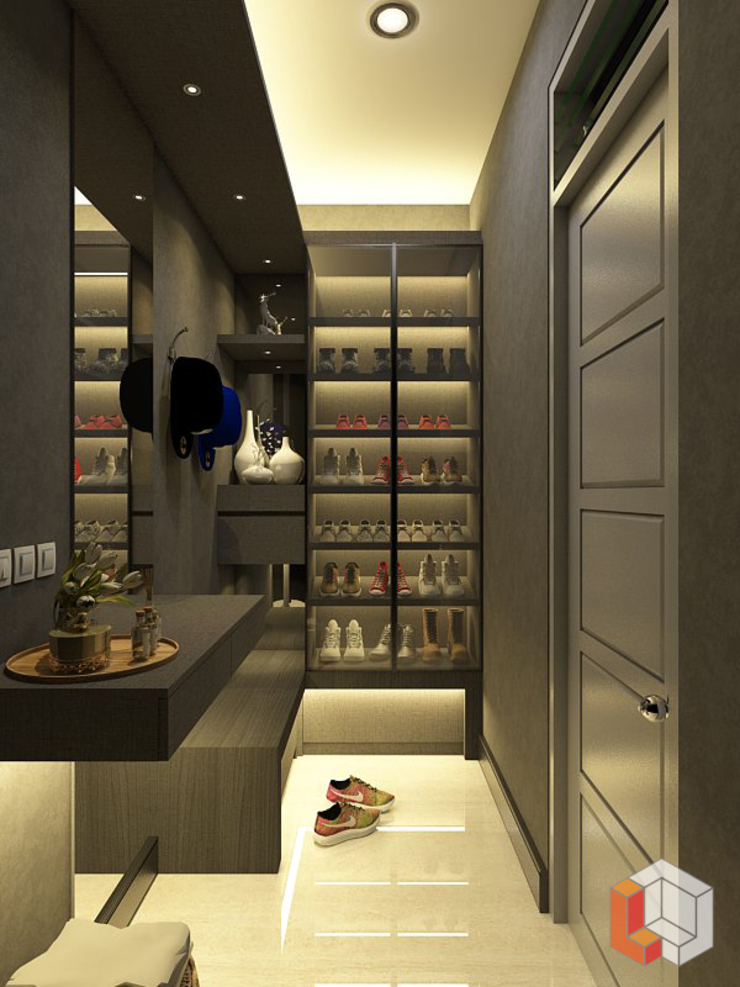 Minimalist dressing room by Lavrenti Smart Interior Minimalist