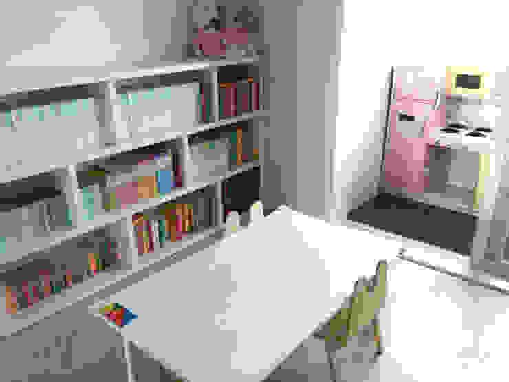 아이방을 위한 스노우책상 : 토끼네집의 현대 ,모던