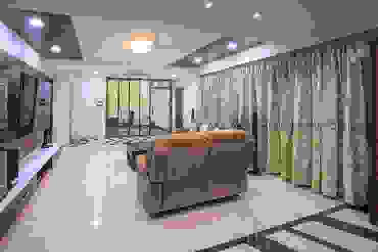 Modern corridor, hallway & stairs by ARK Architects & Interior Designers Modern