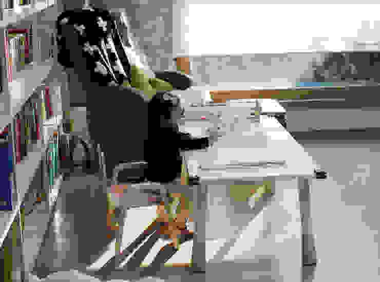 스노우 책상 상세 설명 및 활용 예시: 토끼네집의 현대 ,모던