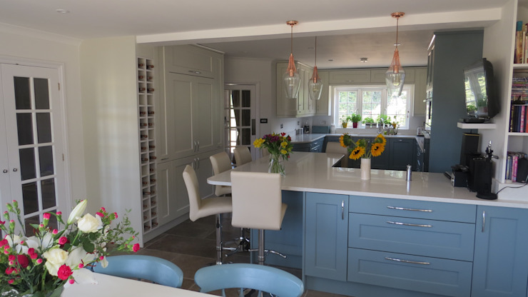 Traditional Shaker in Brockham RH3 near Dorking, Surrey, UK by Kitchens of Surrey Classic Wood Wood effect
