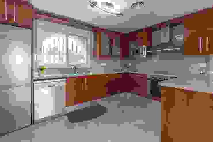 Nhà bếp phong cách Địa Trung Hải bởi Home Staging Tarragona - Deco Interior Địa Trung Hải