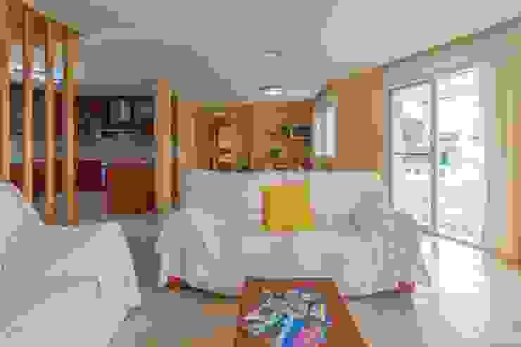 Phòng khách phong cách Địa Trung Hải bởi Home Staging Tarragona - Deco Interior Địa Trung Hải