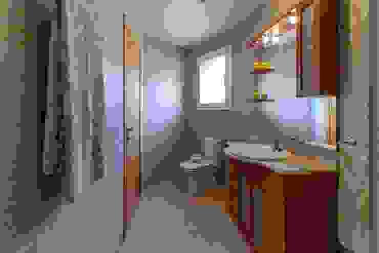 Phòng tắm phong cách Địa Trung Hải bởi Home Staging Tarragona - Deco Interior Địa Trung Hải