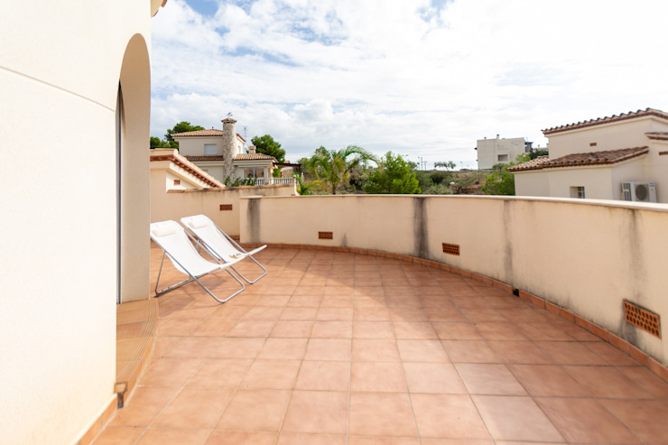 Balkon, Beranda & Teras Gaya Mediteran Oleh Home Staging Tarragona - Deco Interior Mediteran