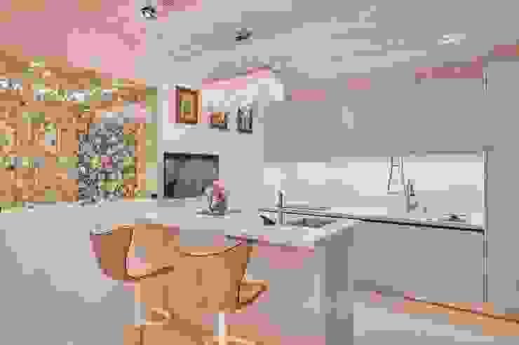 簡約時尚廚房: 現代  by 歐式藝廊法式新古典設計, 現代風 實木 Multicolored