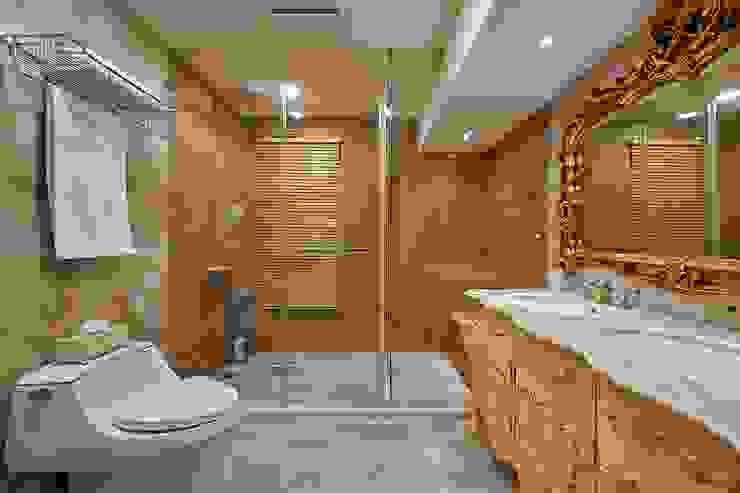 兼具功能與古典的衛浴: 經典  by 歐式藝廊法式新古典設計, 古典風 塑木複合材料