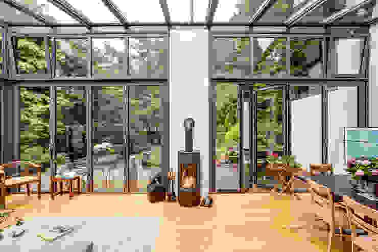 Wintergarten und Bad für ein Backsteinhaus EMBERT Raumkonzept INNENARCHITEKTUR Moderner Wintergarten