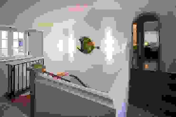projeto de decoração de um alojamento local em Sintra – Quinta do Pé Descalço Officina Boarotto Corredores, halls e escadas rústicos